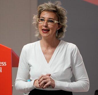 Contratar conferencia Pilar LLácer